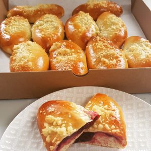 Pirozhki Sweet (10 pieces). Choose the filling below: