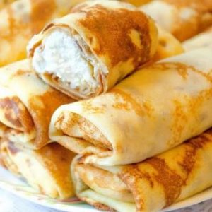 Sweet bliny filled with cottage cheese (tvorog) and raisins (10 pieces)