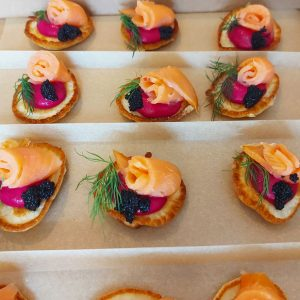 Blinis with beetroot pate, dill, smoked salmon and caviar (20 pieces)