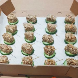 Balsamic and honey sesame salmon bites on cucumber (20 pieces)