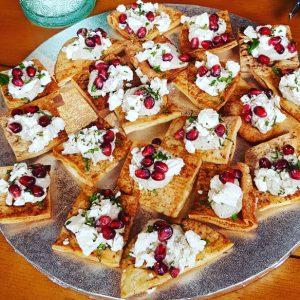 Smoked aubergine with feta, chili & mint on baked sea salt & cumin pitta crisps V (20 pieces)