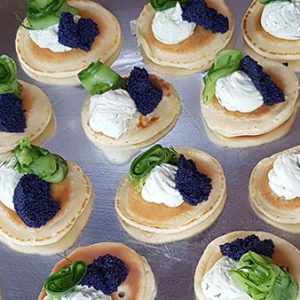 Mini blini with lumpfish caviar, quick pickled cucumber and dill (10 pieces)